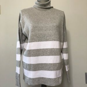 Sweaters - Boxy fit turtleneck sweater